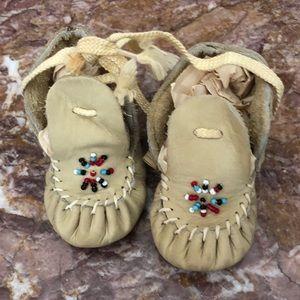 Minnie Tonka Baby Moccasins 6-9m Like New